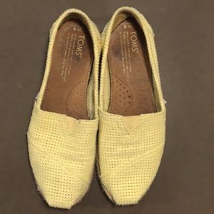 Toms yellow flats size 6